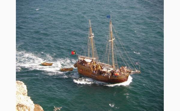 Piratenschiff / Piratship